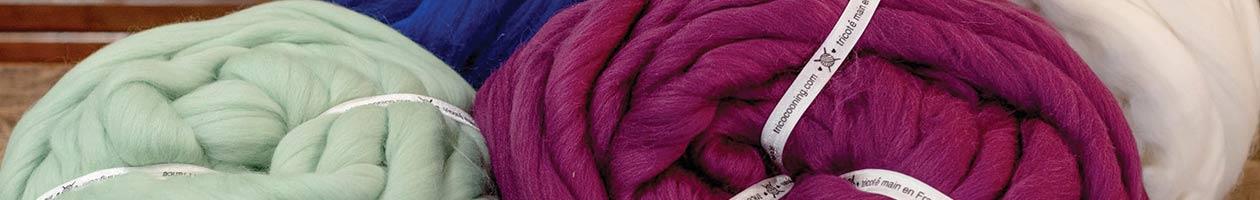 Tricoteuse de laine géante