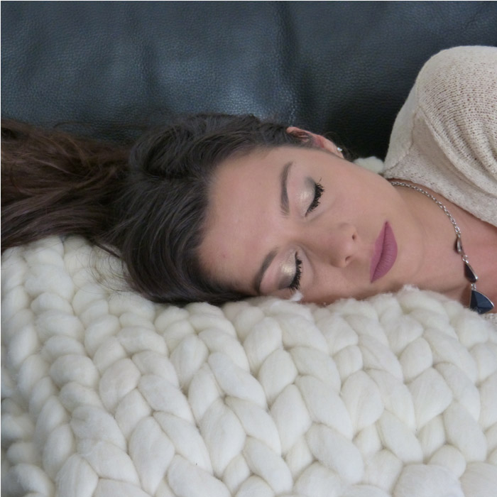 coussin et housse en laine xxl tricocooning. Black Bedroom Furniture Sets. Home Design Ideas