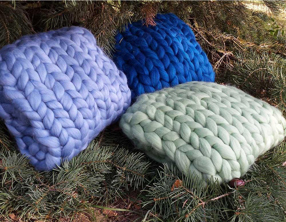 coussin et housse en laine m rinos color e tricocooning. Black Bedroom Furniture Sets. Home Design Ideas
